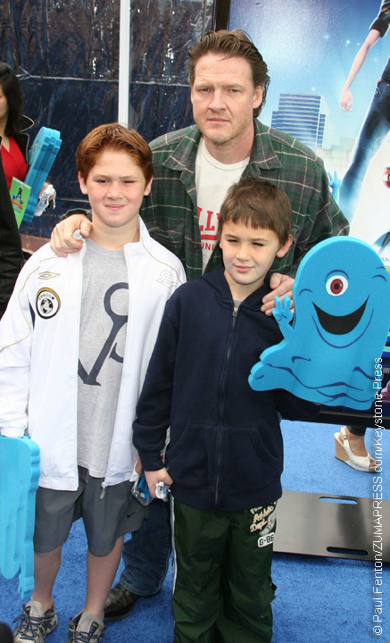 Donal Logue in 2009 with Finn (l) and Arlo (r)